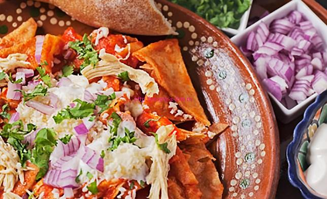 chilaquiles mexican cuisine Chicken chilaquiles mexican recipe - chilaquiles are delicious and fast to make open a can of herdez salsa (roja or verde) and heat it in a skillet crumble doritos or totopos into the hot salsa and top it with cheese and.