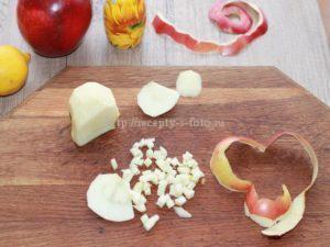 Режем яблоко на кубики