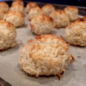 Готовое печенье с кокосовой стружкой