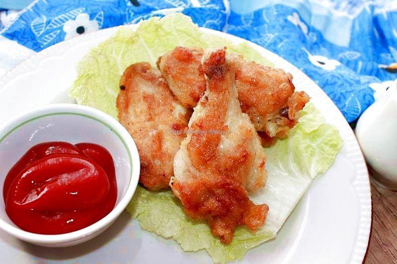 Куриные крылья в кляре на сковороде