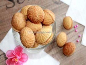 Готовые орешки со сгущенкой