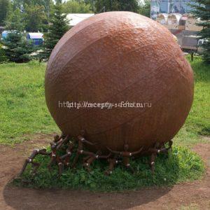 Апельсин в виде памятника