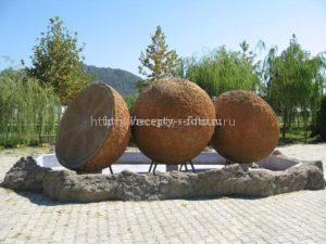 Памятники апельсину в различных странах