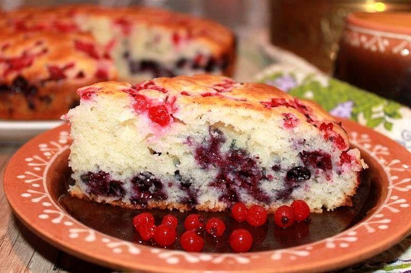 Пирог на сметане с ягодами