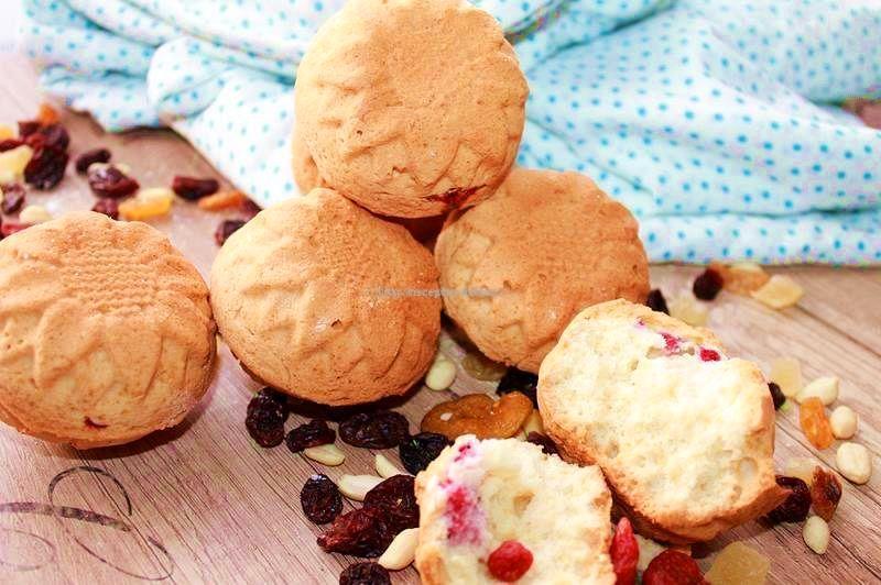 В качестве начинки кекса можно использовать изюм