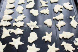 Выкладываем печенье на протвень и отправляем в духовку