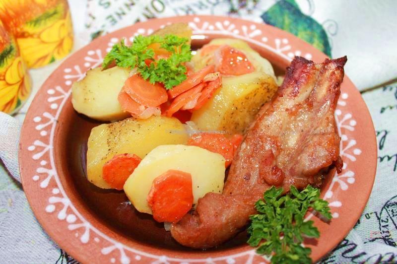 Картофель, запеченный в духовке с овощами