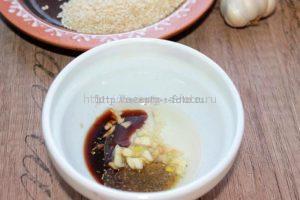 Готовим соус для салата с кунжутом