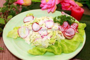 витаминный салат с редиской