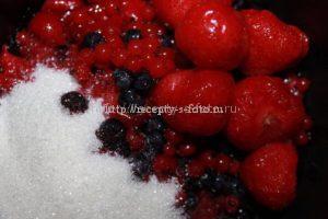 Варим ягоды на маленьком огне