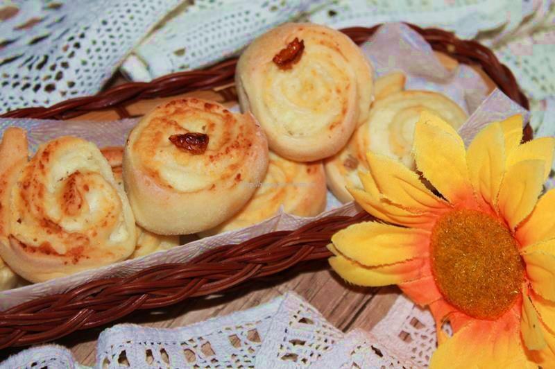 Дрожжевые булочки с творогом