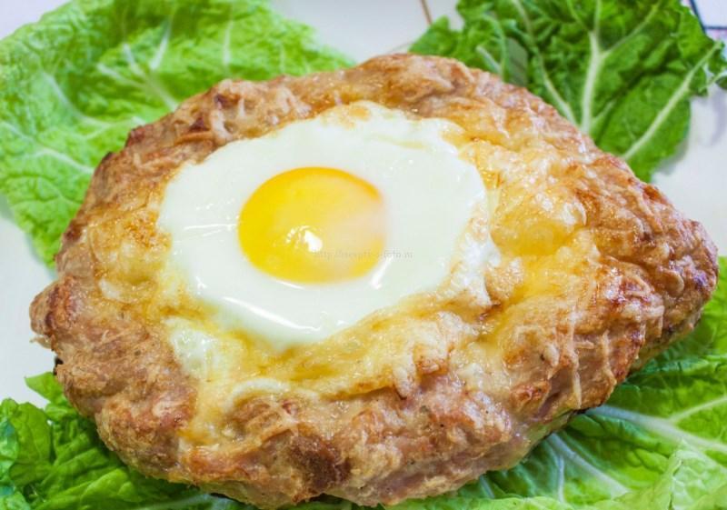 Нежный шницель с яйцом