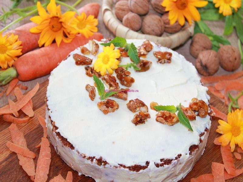 украшаем торт орехами