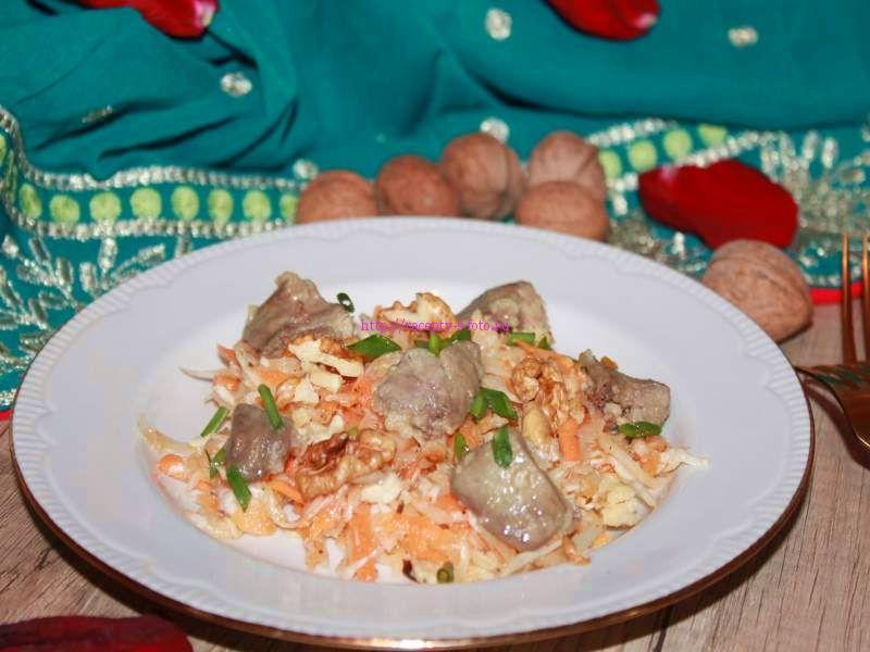 Салат с куриной печенью морковью и луком