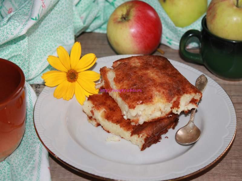 Творожно яблочная запеканка
