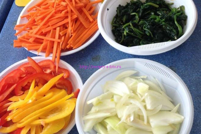 нарезаем овощи для блюда