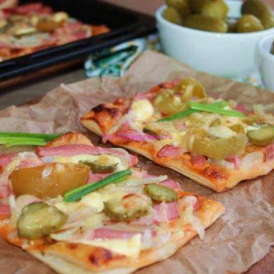 Пицца с солеными помидорами