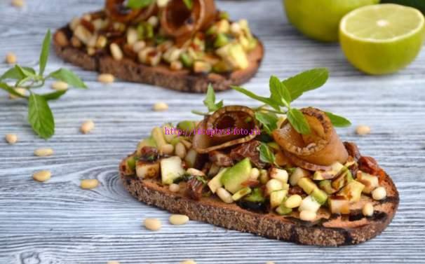 бутерброд с орехами