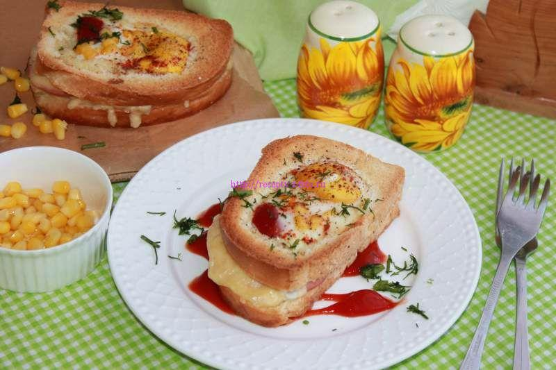 Яйца в батоне в духовке
