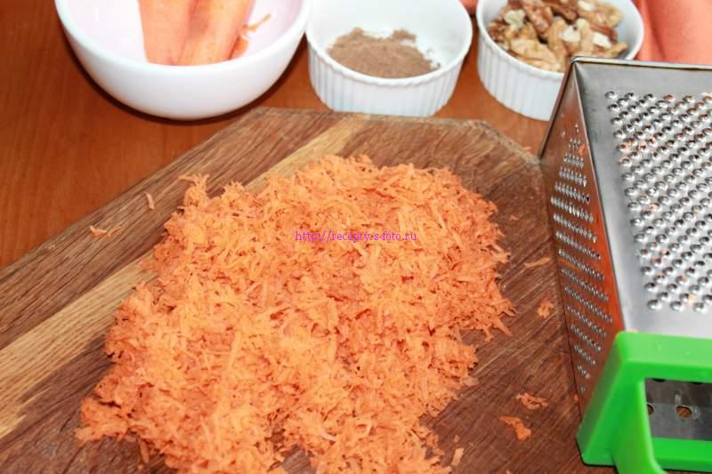измельчаем на терке морковку
