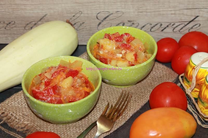 рагу из овощей на сковородке