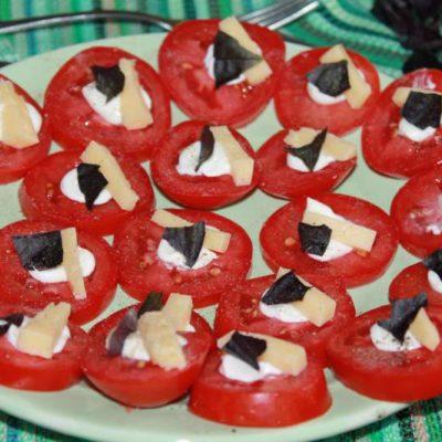 Закуска из помидоров с базиликом