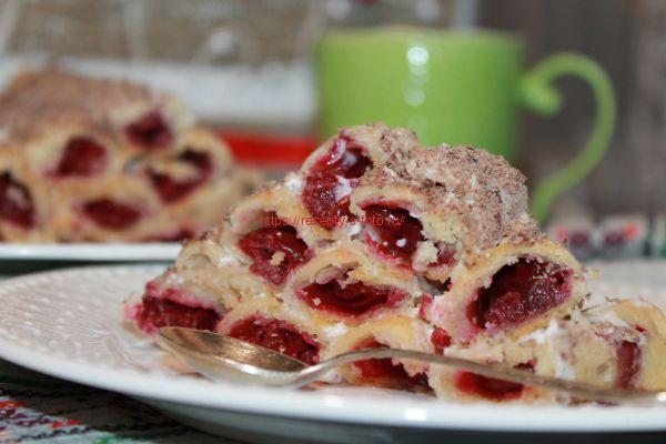 десерт с ягодами вишни