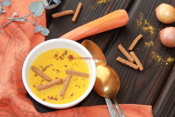 морковный суп с сухариками