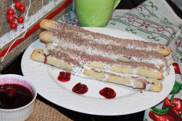 торт изба монастырская на тарелке