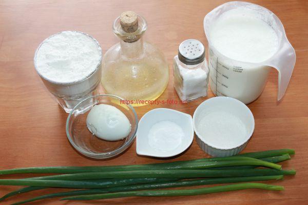 продукты для приготовления блинов с луком