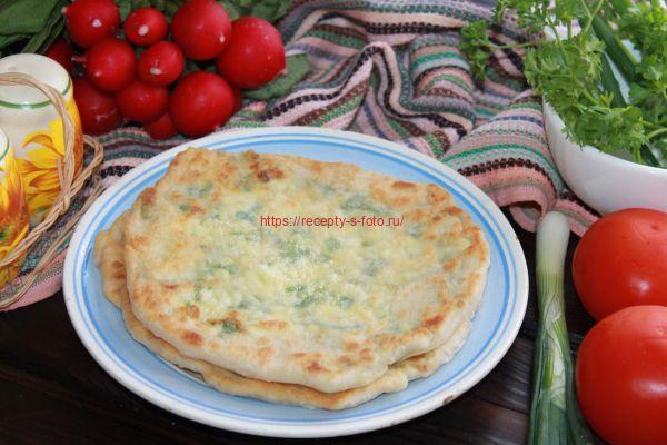 готовые лепешки с сыром и зеленью
