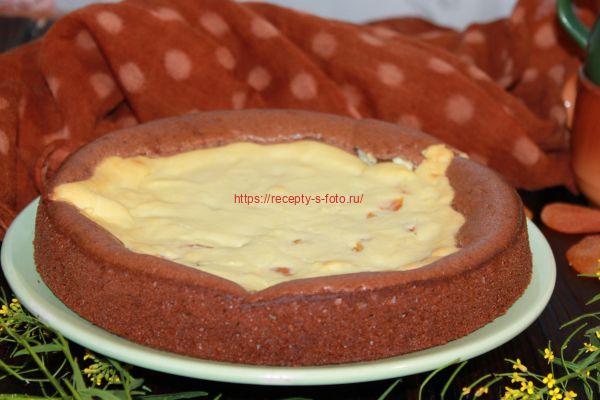 ватрушка на тарелке